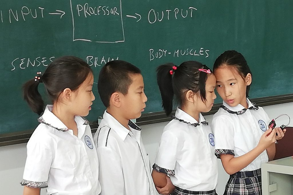 4th graders attending Code School Finland's class for Artificial Intelligence in Dalian, China.